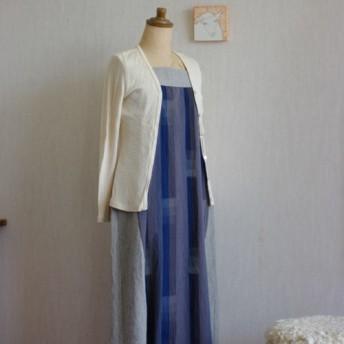 久留米絣グレーと青の縦模様とリネンのスクエアネックのロングワンピース