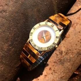 ] [ロストと天然石タイガーアイホワイトパールカキの時計を見つけます
