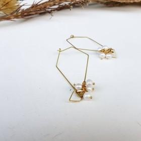 銅の手は_形状の形状の天然真珠の銅のイヤリングを作った