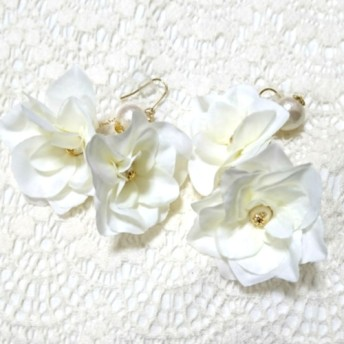 お花のピアス