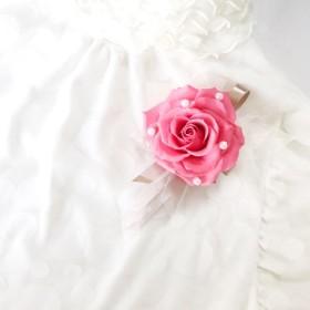 大輪薔薇とパールのコサージュ