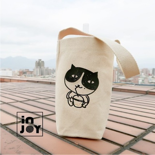 食べ物猫の宝ミルク毎日緑の袋の手の飲み物の袋