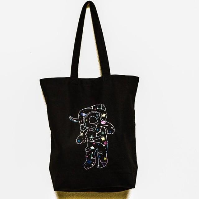 《受注制作》宇宙柄宇宙飛行士 刺繍トートバッグ ブラック
