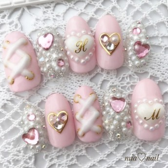 ゆめかわいい ピンクが可愛いハートビジューネイル