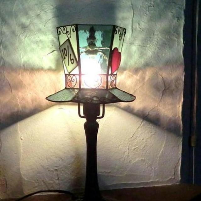 帽子のテーブルらんぷ アリス マッドハッター ステンドグラスランプ