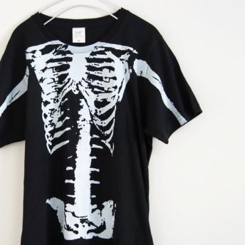 骸骨がデッカくすごいTシャツ 片面プリント【ブラック】ユニセックス クルーネックTシャツ