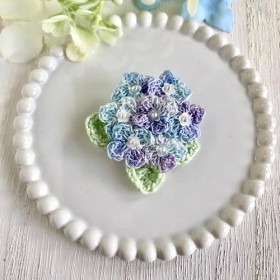 紫陽花のクロッシェブローチ