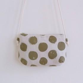 小さな斜めの肩の布袋と手作りの縫製コーヒー緑のドット