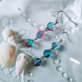 海色のピアスまたはイヤリング