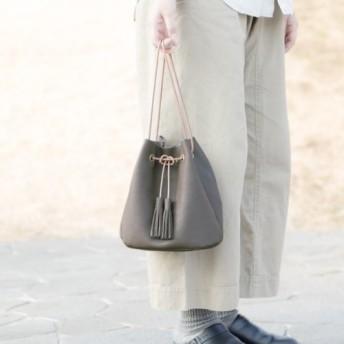 本革の巾着ショルダーバッグ 2Way<トープグレー>お出かけにピッタリ♪ 意外に収納力のある巾着型