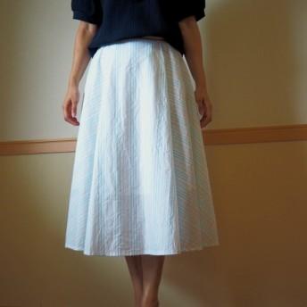 ブルーのラメ糸の入ったストライプのフレアースカートW98までOK