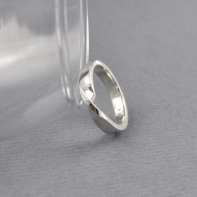 Sterling Silver Twist Ring / Mobius Ring