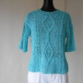 コバルトブルーの模様編みセーター