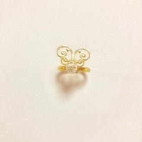 ゴールドの蝶々の指輪