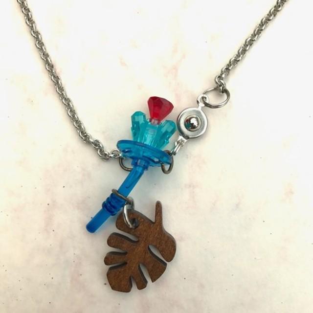 サファイアの花/レゴネックレス青青みがかった赤の心葉木製子供のような子供のような透明な装飾品は花を想像
