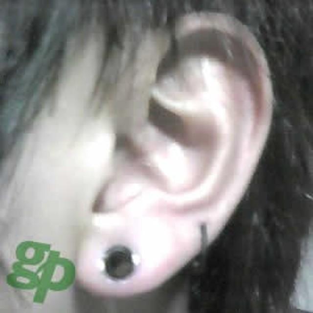 京さんの耳のボディピアス写真★ダブルフレア・アイレット/2ゲージ(GG)(M)