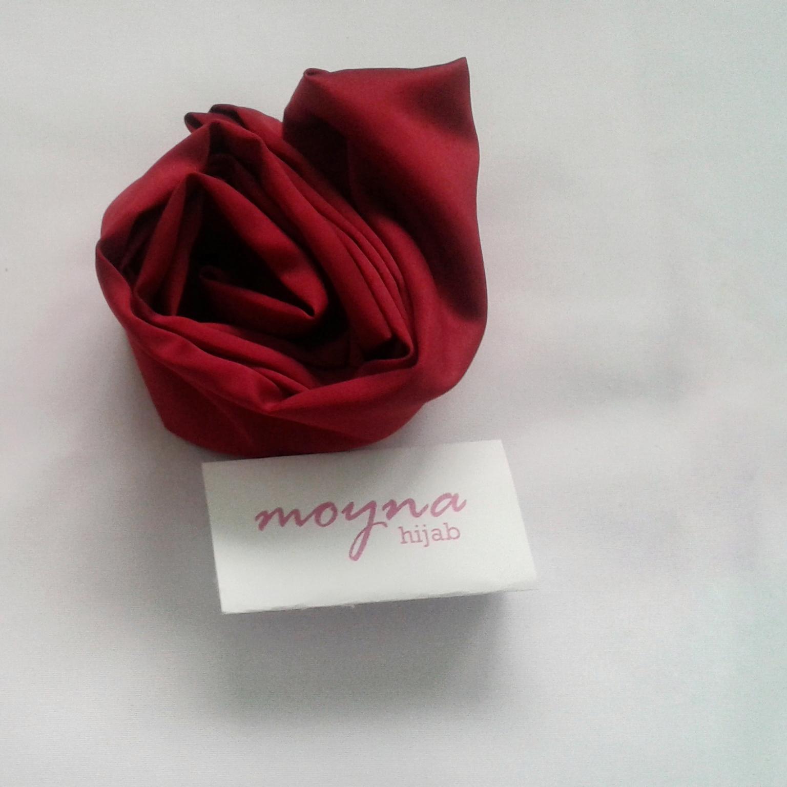 Moyna Hijab Shop Line Segiempat Velvet Silk Maroon