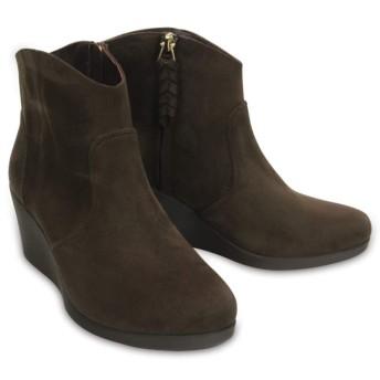 【クロックス公式】 レイ シンセティック スエード ウェッジ ブーティ ウィメン Women's Leigh Synthetic Suede Wedge Bootie ウィメンズ、レディース、女性用 ブラウン/茶 22cm,22.5cm,23cm,24cm,24.5cm,25cm,26cm boot ブーツ