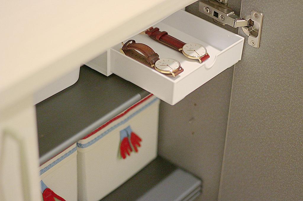 シューズボックスに外出時の小物を収納するスペースを作成