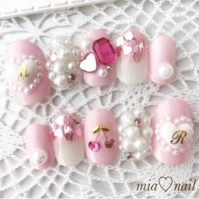 ゆめかわいい ピンクとハートのビジューネイル