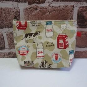 ☆SALE☆ 牛とミルク柄のポーチ