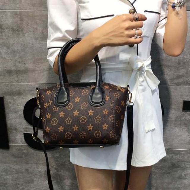 tas selempang wanita monogram female sling bag bta403: Rp 84.600