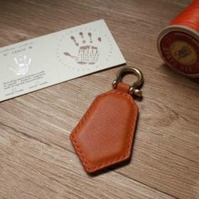 ミネルバボックスレスリングレザーレジャーカードチップペンダント - キーリングセクション - オレンジコーヒーカラー