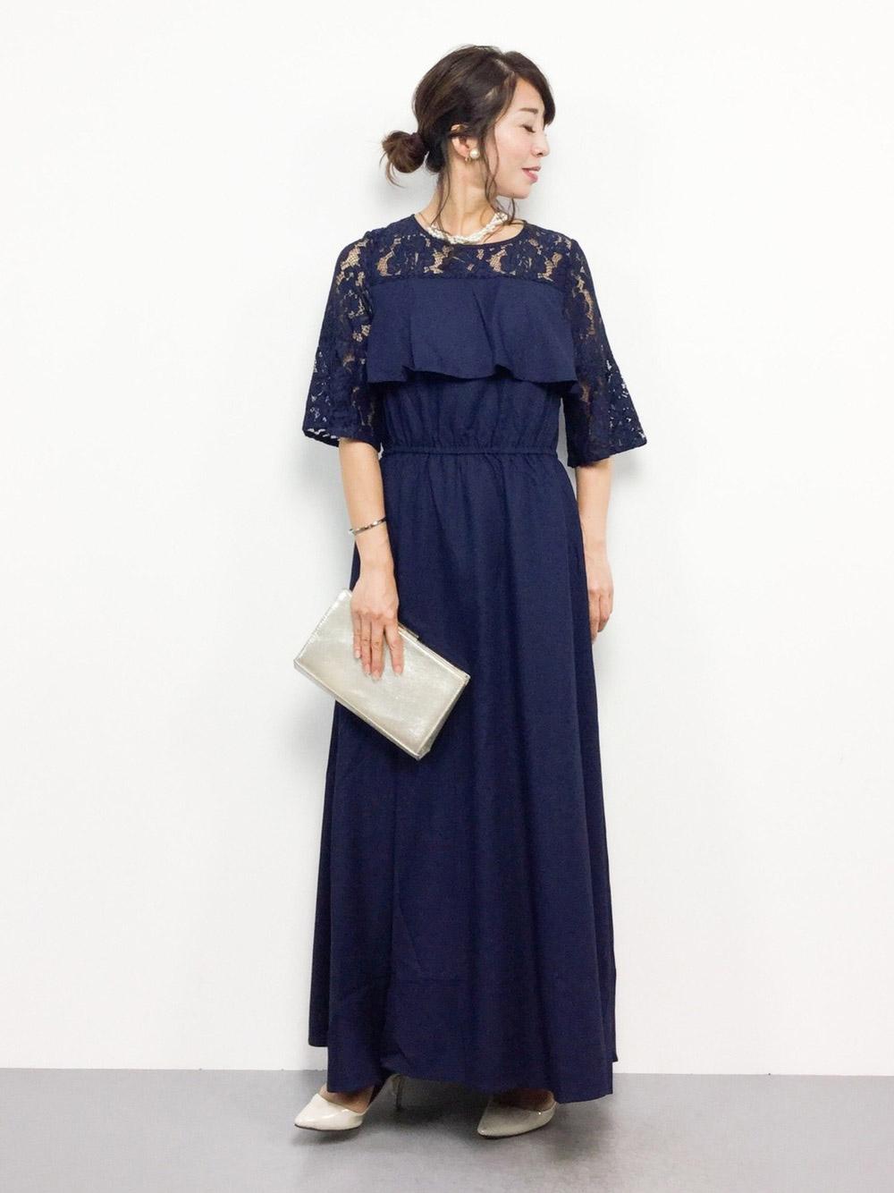 マキシ丈のネイビードレス