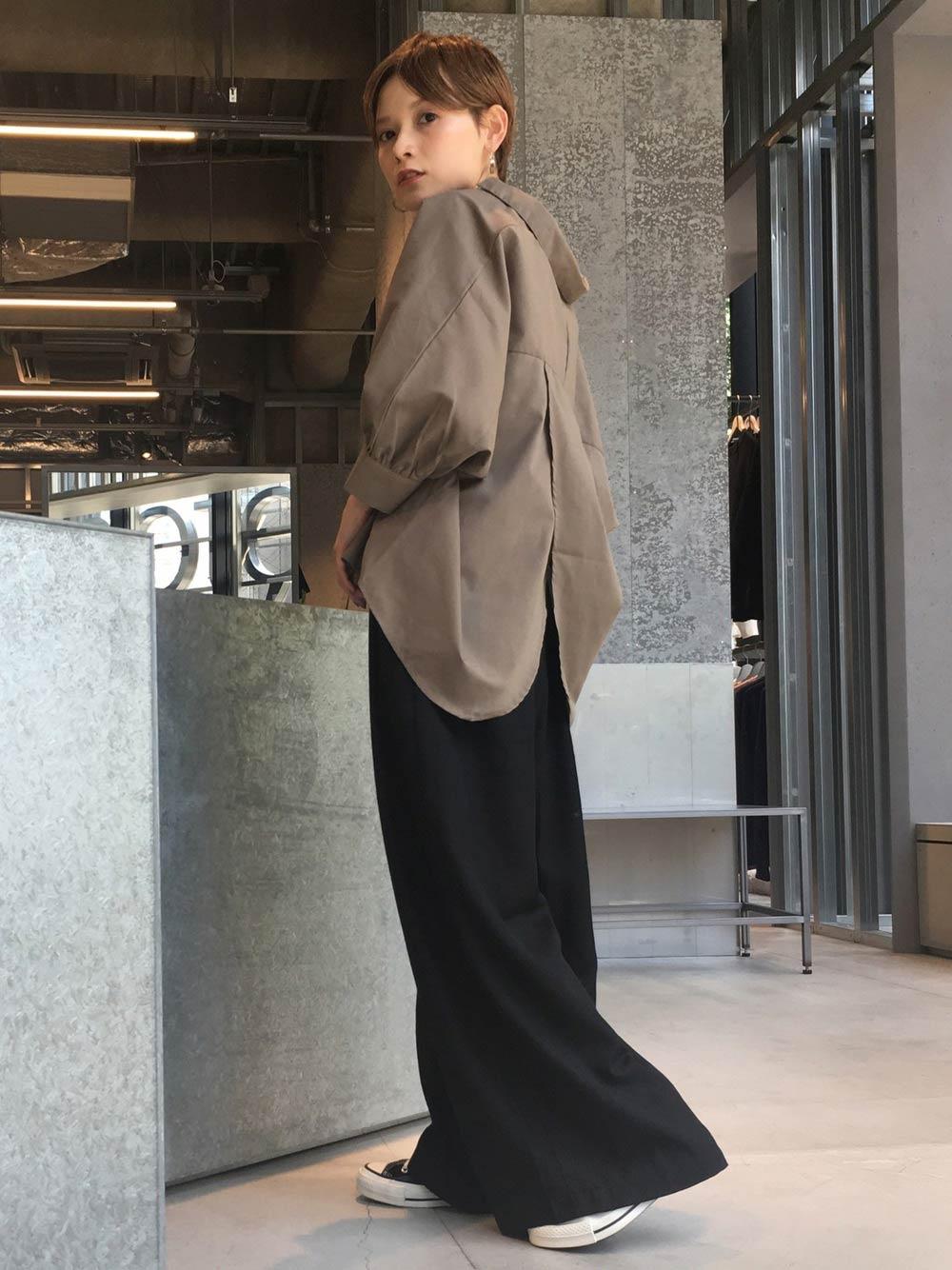 スキッパーシャツの抜き襟コーデ