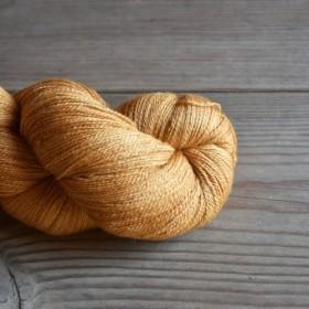 Akachikuba Iro 手染めの極細毛糸 80% Extra Fine Merino + 20% Silk
