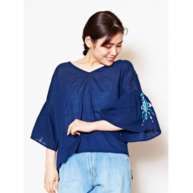 【Kahiko】オルテガ刺繍フレアスリーブトップス ネイビー