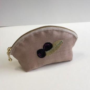 オリーブ刺繍のミニシェルポーチ