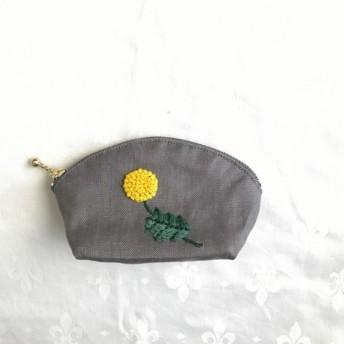 ぽんぽん刺繍のミニシェルポーチ