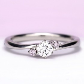 ★フェア特価★婚約指輪【天然ピンクダイヤ】が2個入った優しいウェーブデザインのリング  IFの高級ダイヤ