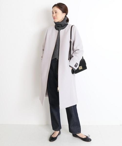 パステルグレーのコート