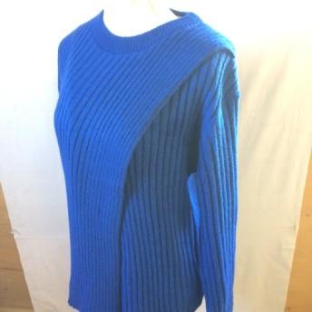 鮮やかブルーの合わせリブセーター