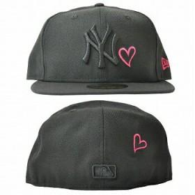 キャップ - stylise NEW ERA ニューエラ 59FIFTY UNDERVISOR HeartLogo ニューヨーク・ヤンキース ブラック×ブラック NEW YORKストロベリー [70345414] new era[FS]
