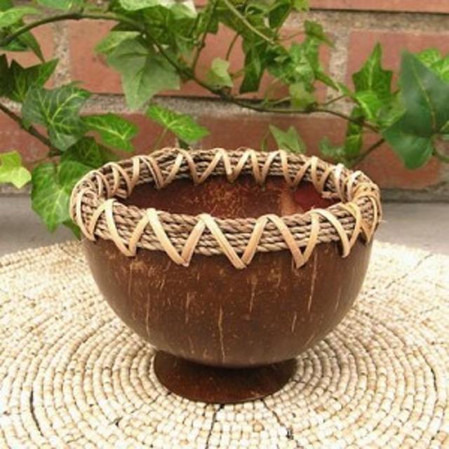 ココナッツの小物入れ 台付き 縁あり ロープ アジアン雑貨 バリ雑貨 インテリア 小物入れ ココナッツ 木製