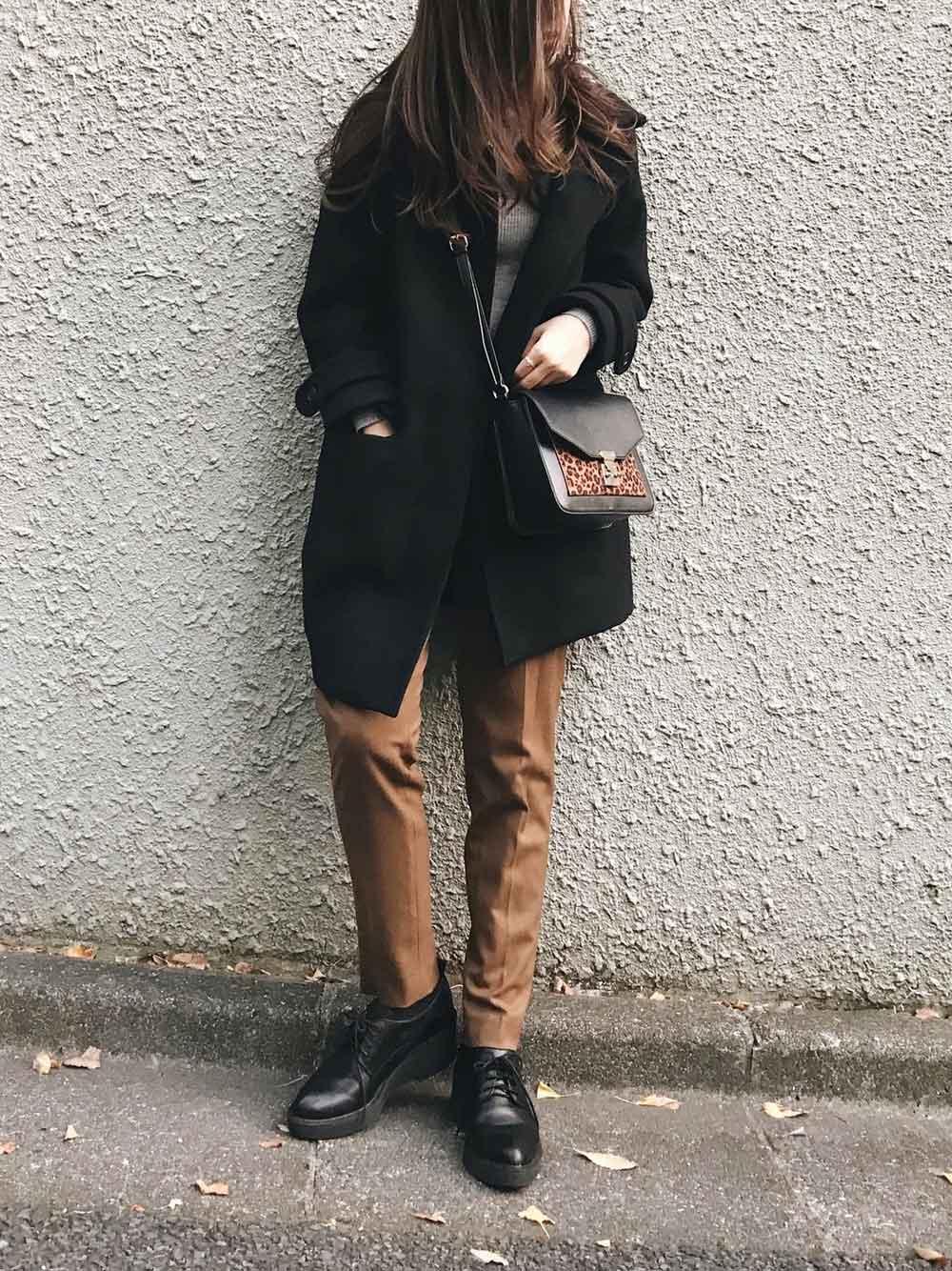 かっちり靴とブラウンパンツ
