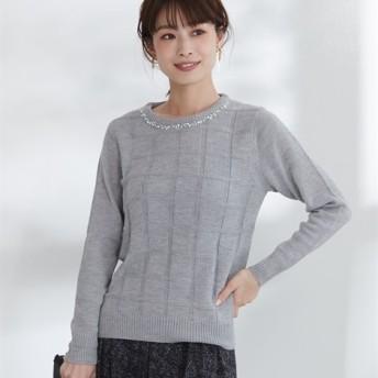 衿ビジュー付格子地柄クルーネックニット (ニット・セーター)