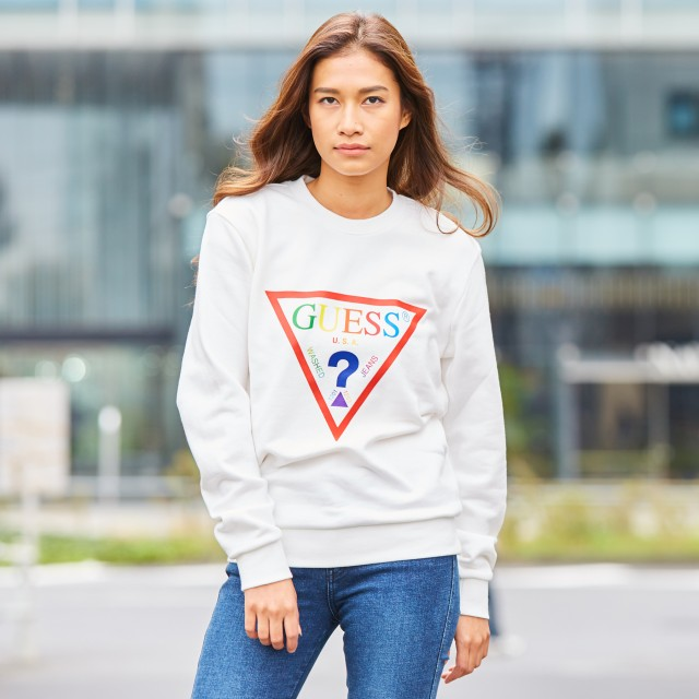 トレーナー - GUESS【WOMEN】 [GUESS] RAINBOW TRIANGLE LOGO CREW SWEAT【ONLINE EXCLUSIVE ITEM】