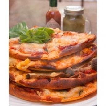 《ゴーダ&マリボーのとろけるブレンドチーズ》ふる里野菜たっぷりピザ4枚