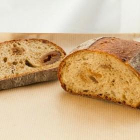 Boulangerie Lafi人気のハードパン いちじくのパン