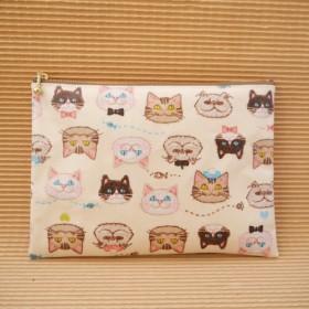 ビニールコーティングフラットポーチ/刺繍風ねこ柄ネコ柄猫柄大きめポーチ