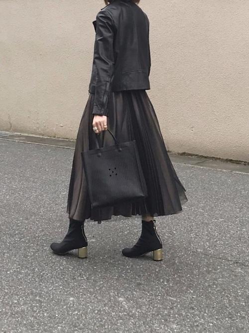黒いソックスショートブーツのコーデ