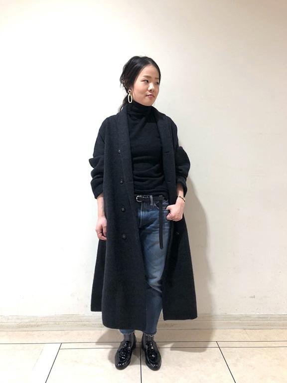 ゆるめサイズのブラックタートルセーター