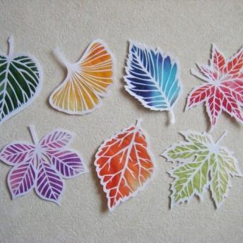 切り絵モビール 虹色木の葉