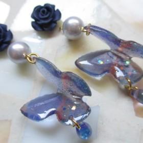 ◇2079 薔薇と群青の蝶々 ピアス・イヤリング ※1点物・受注制作の場合有