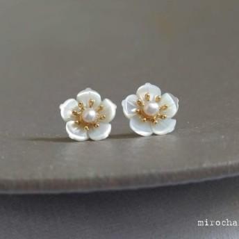 {14Kgf}les fleurs blanches天然シェルフラワーピアス
