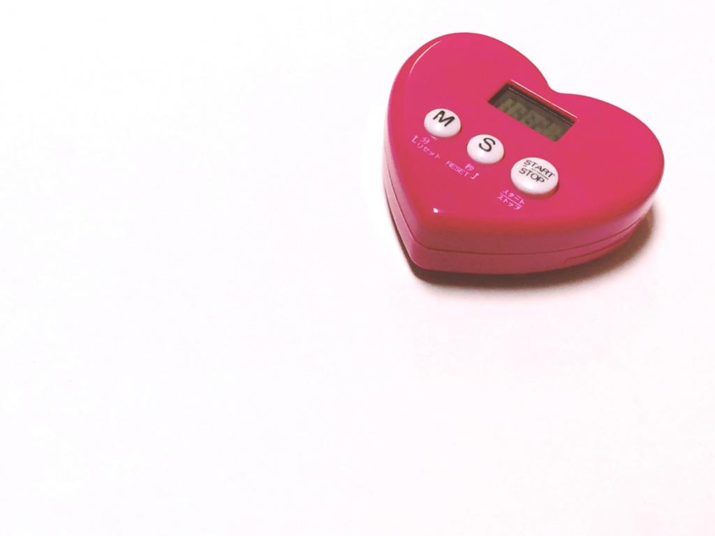 濃いピンクのハート型キッチンタイマー